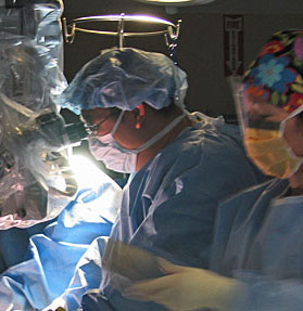 Dr Hanmin in surgery